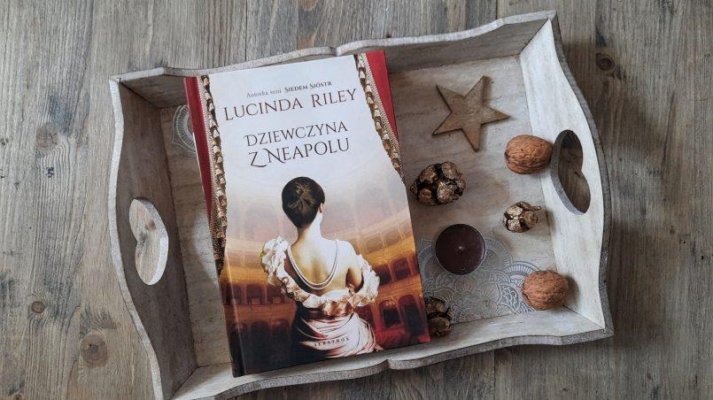 """okładka książki """"Dziewczyna z Neapolu"""" Lucinda Riley"""